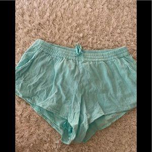 Volcom women's elastic lined shorts